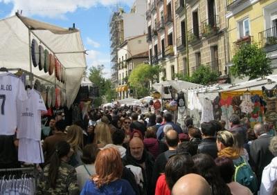 Op zondagochtend natuurlijk de Rastro. Dé grote snuffelmarkt van Madrid, leerden we al in les 1 Spaanse les.